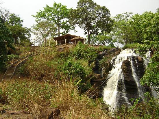 Repubblica Centrafricana: les chutes et au dessus l'hotel