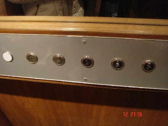 Hotel Alpi: detalle del mini ascensor