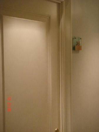 Hotel Alpi: puerta de habitacion