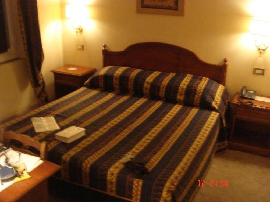 Hotel Alpi: habitación