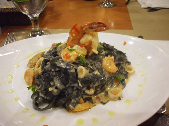 Aria Restaurant: Fettucine with squid ink in creamy seafood sauce
