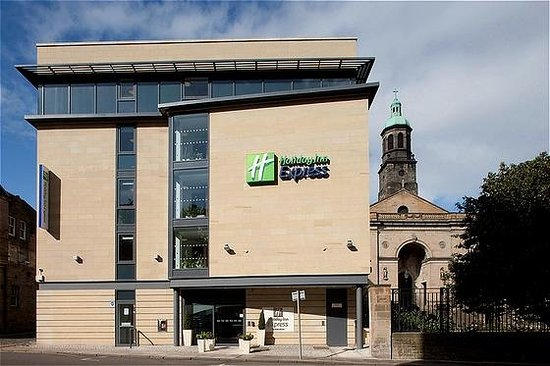 Holiday Inn Express Edinburgh - Royal Mile: Day Exterior