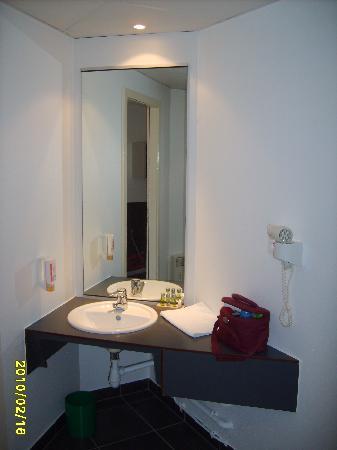 Douche Et Wc Picture Of Hotel Le Bugatti Molsheim