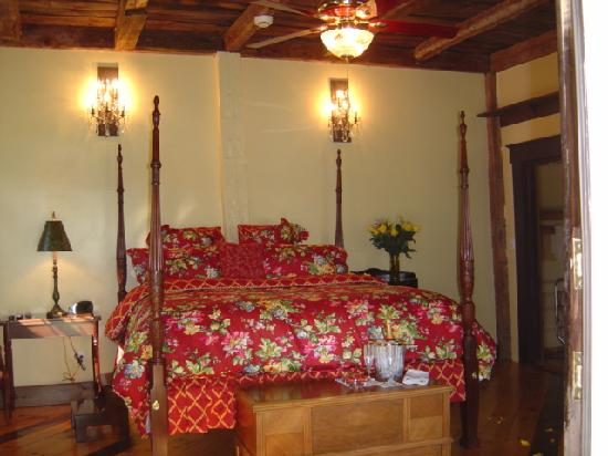 Inn at Clearwater Pond: Surround yourself in the warmth and uniqueness of exposed antique beams in our most impressive C