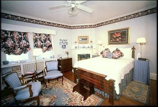 Greenwood Bed and Breakfast: Blue Bell Room