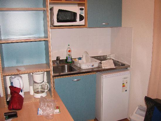 Sejours & Affaires Clairmarais - Reims: kitchenette
