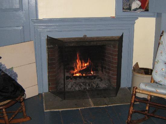 Roseledge Country Inn and Farm Shop: Romantic Bedroom Fireplace