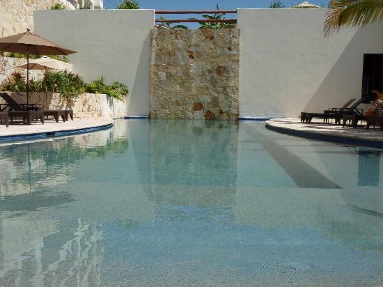 Alegranza: Heated saline water pools