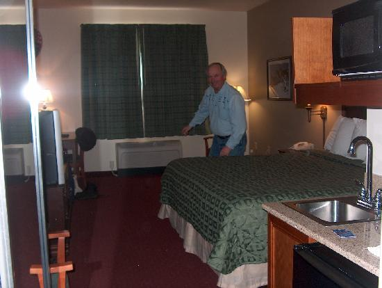 Yellowstone Park Hotel: Our room was spacious & comfortable