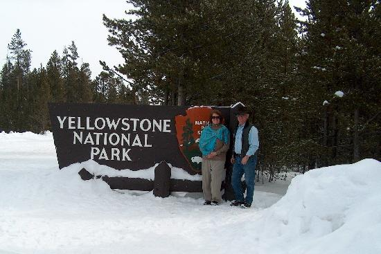 Yellowstone Park Hotel: The Park was bustling with comradery