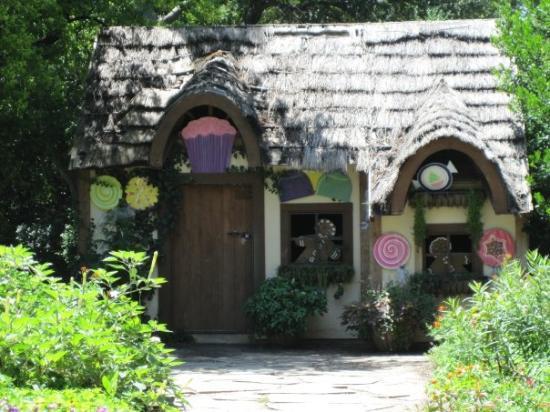 Arboreto y Jardín Botánico de Dallas: The Gingerbread House.
