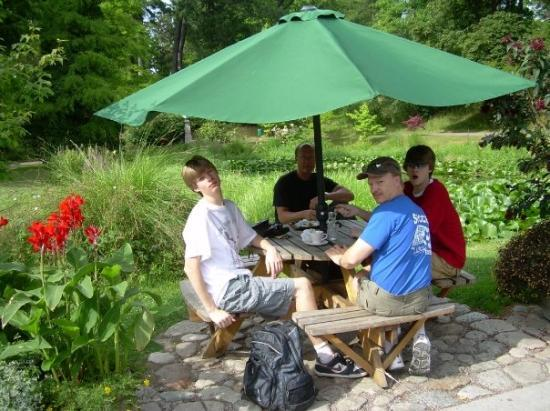Botanical Gardens (Botaniska Tradgarden): Erik, Mats, Niklas and Martin enjoying a coffee and/or ice cream in the park of Lund, Sweden