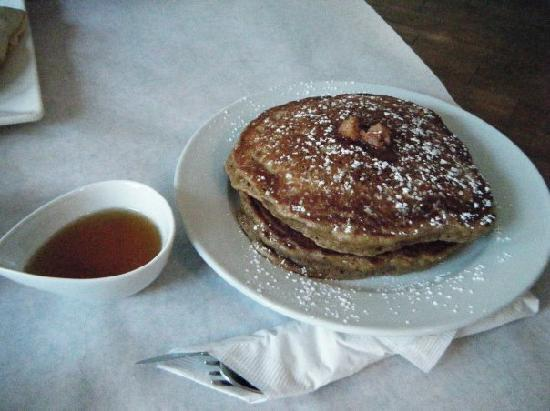 Hostel Tevere: Their yummy gingerbread pancakes with Maple Syrup