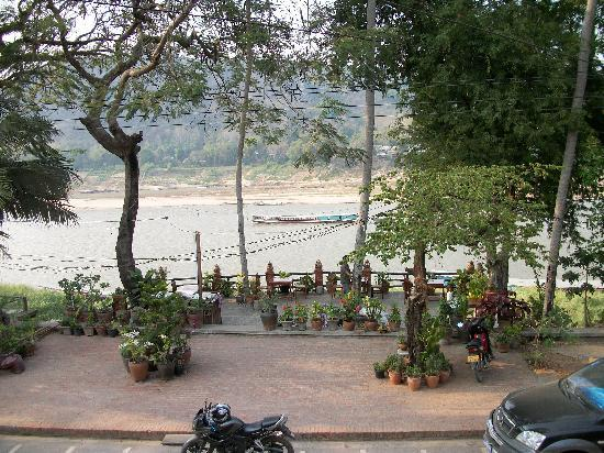 Alounsavath Guesthouse: The view from balcony