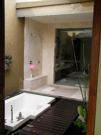 Balivillas.com Estate: Outdoor shower