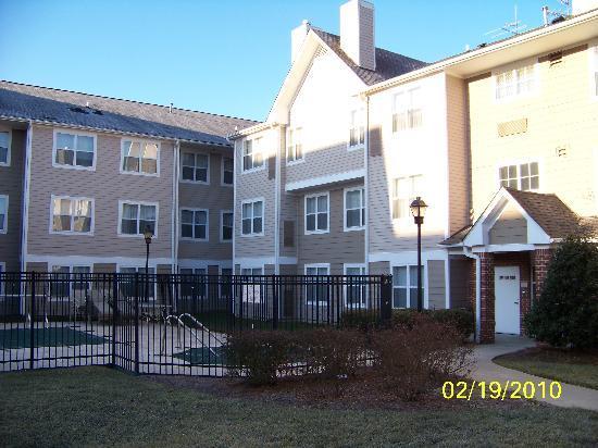 Residence Inn Raleigh-Durham Airport/Morrisville: Courtyard among 3 bldgs