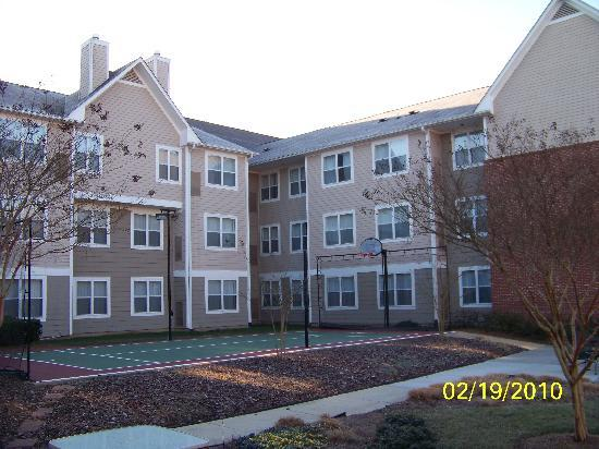 Residence Inn Raleigh-Durham Airport/Morrisville: Courtyard