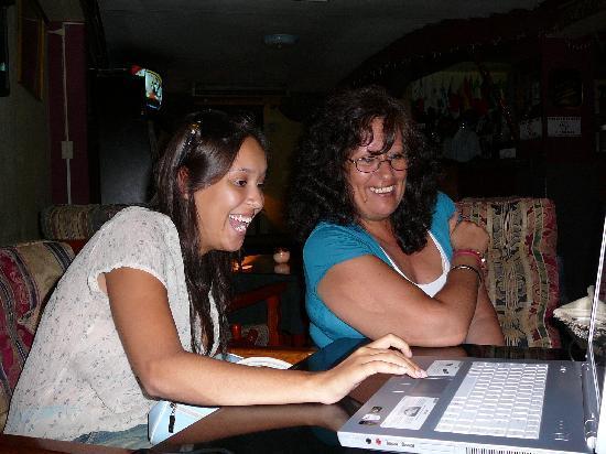 Hotel Montreal: En el bar probando la laptop
