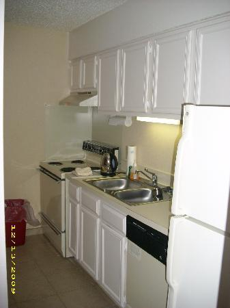 Hawthorn Suites by Wyndham Dallas Love Field Airport: Spacious fully-equipped kitchen