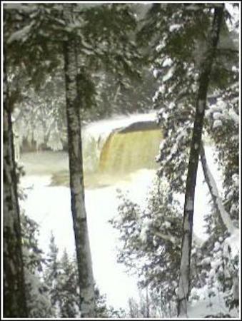 Paradise, MI: Tahquamenon Falls. Upper Peninsula.  Feb 2007.