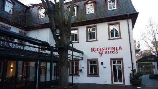 Breuer's Ruedesheimer Schloss: Front of hotel