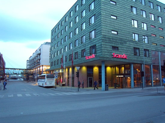 Scandic Solsiden : Hotel from road