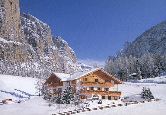Hotel Val: La casa d'inverno, Hausansicht Winter, our house in winter