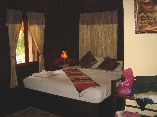 Riverside Guesthouse: room interior