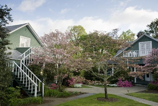 1906 Pine Crest Inn: Our property is set on 10 private acres with year-round flowering gardens.