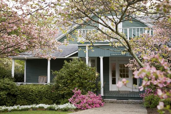 1906 Pine Crest Inn: With 12 different cottages and cabins, we have the ideal setting for any taste or preference.