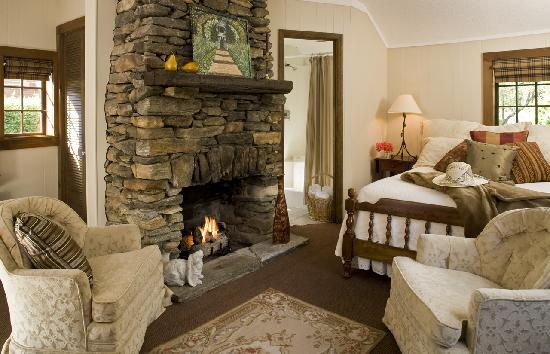 1906 Pine Crest Inn: All of our rooms are individually decorated and designed for a relaxing or romantic getaway.
