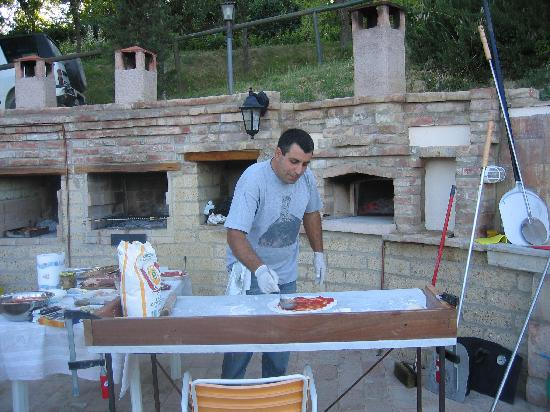Agriturismo Il Serraglio: Vorbereitungen zum Pizzaabend mit Alberto