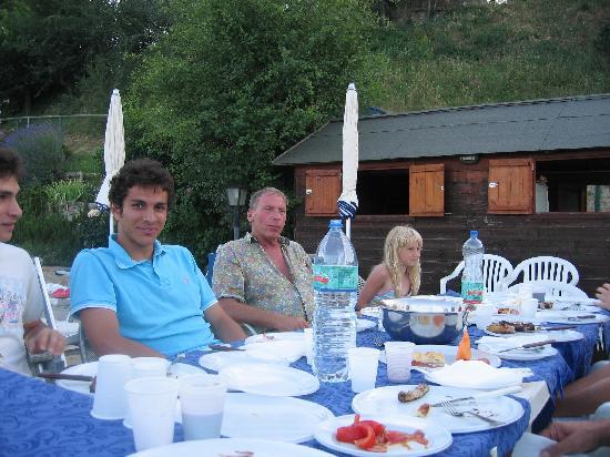 Agriturismo Il Serraglio: Fest am Schwimmbad für die Gäste
