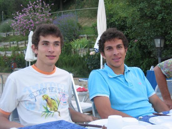 Agriturismo Il Serraglio: und hier noch die beiden hübschen Söhne von Roberto und Emanuela