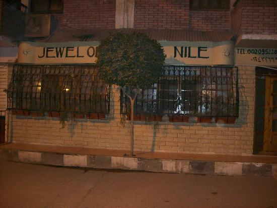 Jewel of the Nile: Outside, quiet street with smoking tables where you can relax and watch the world go by