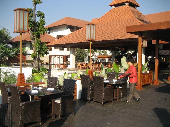 Ratilanna Riverside Spa Resort Chiang Mai: Dinning Area and Pool