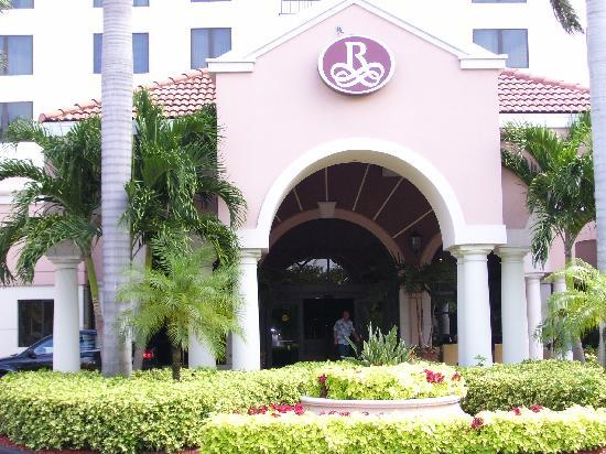 Renaissance Fort Lauderdale Cruise Port Hotel: Entrance to Hotel