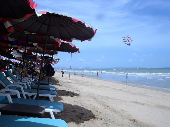 New Cafe Royal: Jomtien, Dontang Beach