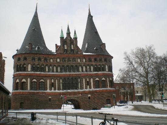Park Hotel Am Lindenplatz: Holstentor