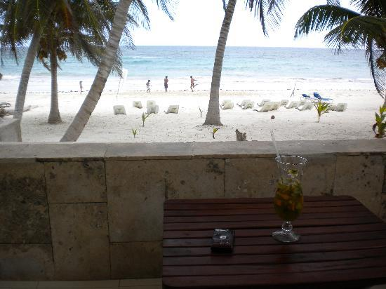 Hotel Cabanas Tulum: Within minutes I had a specialty drink made and was relaxing on my patio