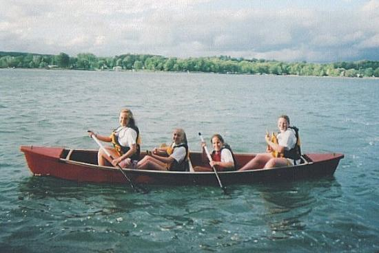 Rushford, Nowy Jork: Who wants to go out in the canoe on the lake?