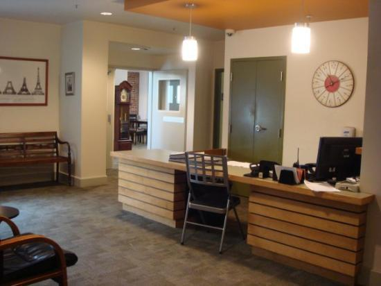 Berkeley YMCA: Frontdesk & Lobby