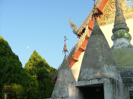 ‪Temple on the Hill (Wat Phra That Mae Yen)‬