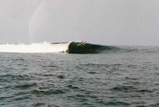 Aposentillo, Nicaragua: Clean Ocean Swells Nearby