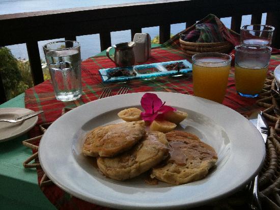 Stonefield Villa Resort: Banana panckes at The Mango Tree
