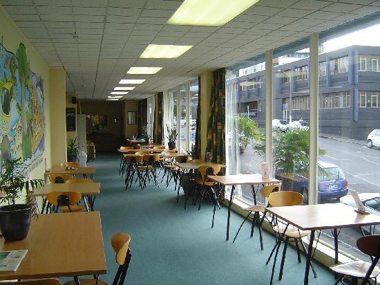 YHA Auckland International: Dining room