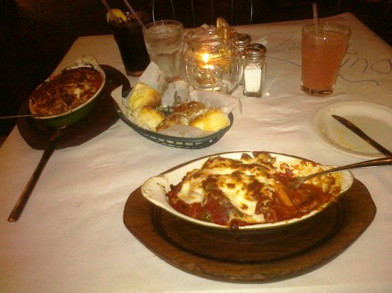 Italian Courtyard Incorporated: Dinner served hot!