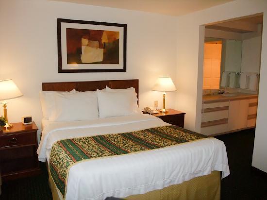 Residence Inn Portland Hillsboro : Bed
