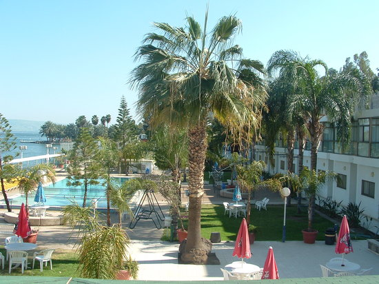 Ron Beach Hotel: garden & swimming pool