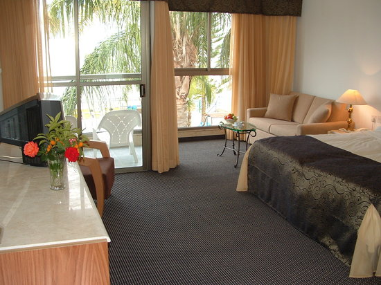 Ron Beach Hotel: room